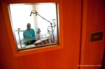 Tommy Campbell recording in Italy